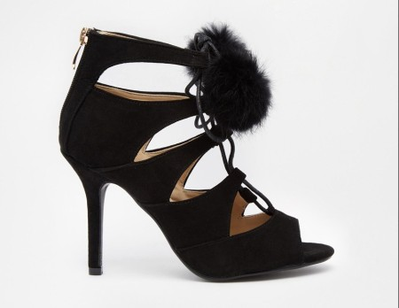 Glamourous pompom sandals